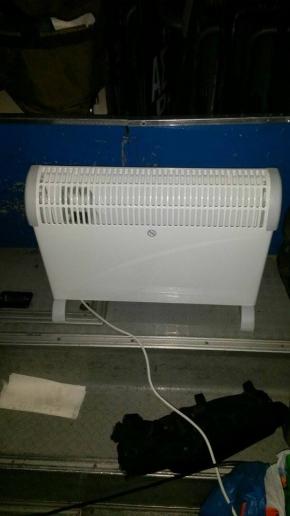 Συνάδελφοι διμοιρίας ΥΑΤ θερμαίνονται με καλοριφέρ από το σπίτι με την θερμοκρασία στους -9!